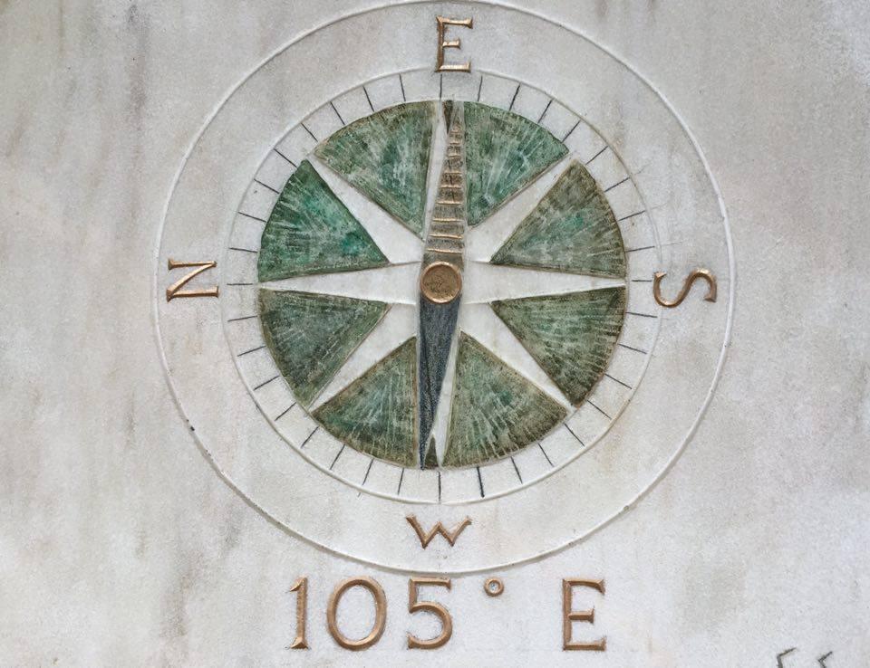 105' E